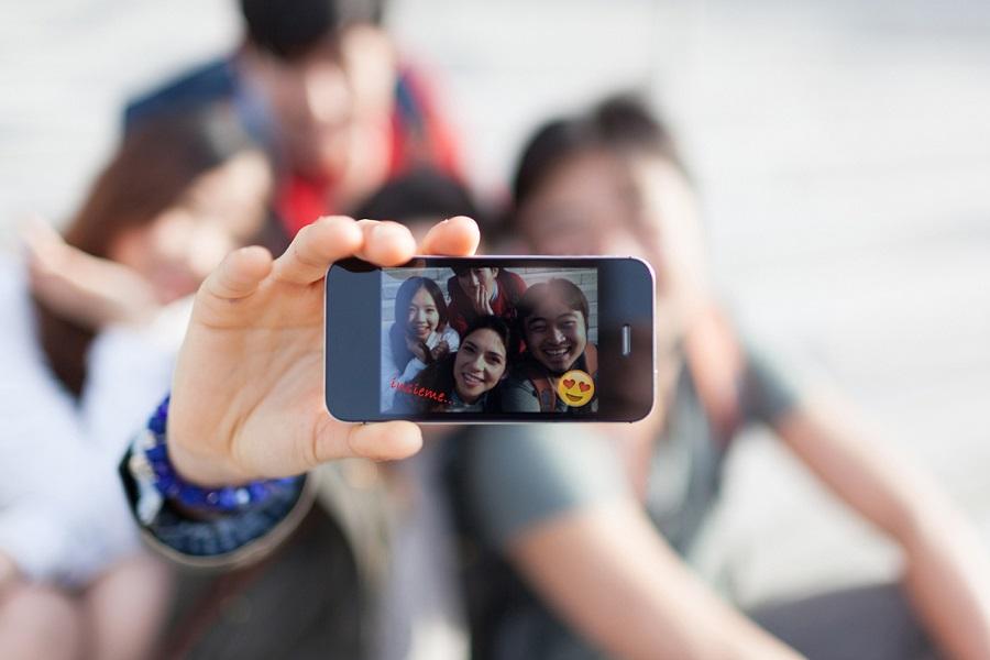 Photo Editor e Flash per i Selfie su WhatsApp