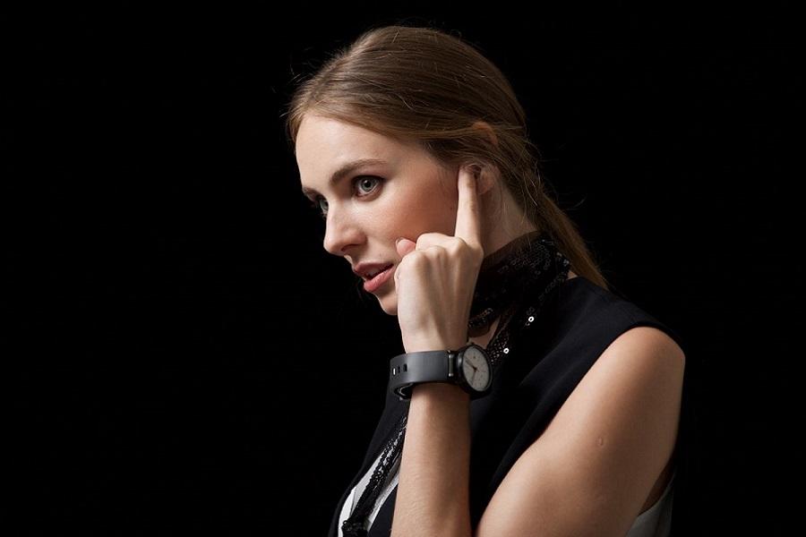 Sgnl è un accessorio per il cellulare che trasmette la voce attraverso il vostro dito