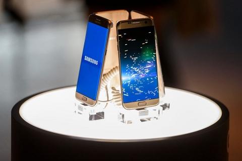 """Il Galaxy 8 avrà un assistente vocale: """"Viv"""""""