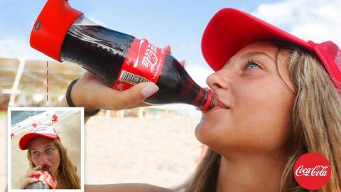 La bottiglia selfie di Coca Cola