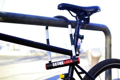 """SkunkLock: il lucchetto che fa """"Vomitare"""" i ladri di biciclette!"""