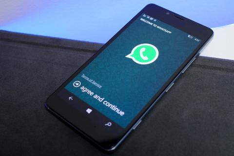 Dopo Instagram, Facebook usa anche Whatsapp per copiare Snapchat!
