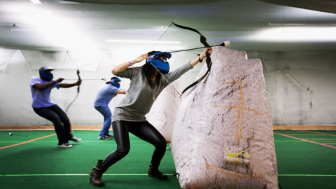 Archery Dodgeball sport di azione con arco