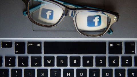 Facebook sta cercando di insegnarci qualcosa?