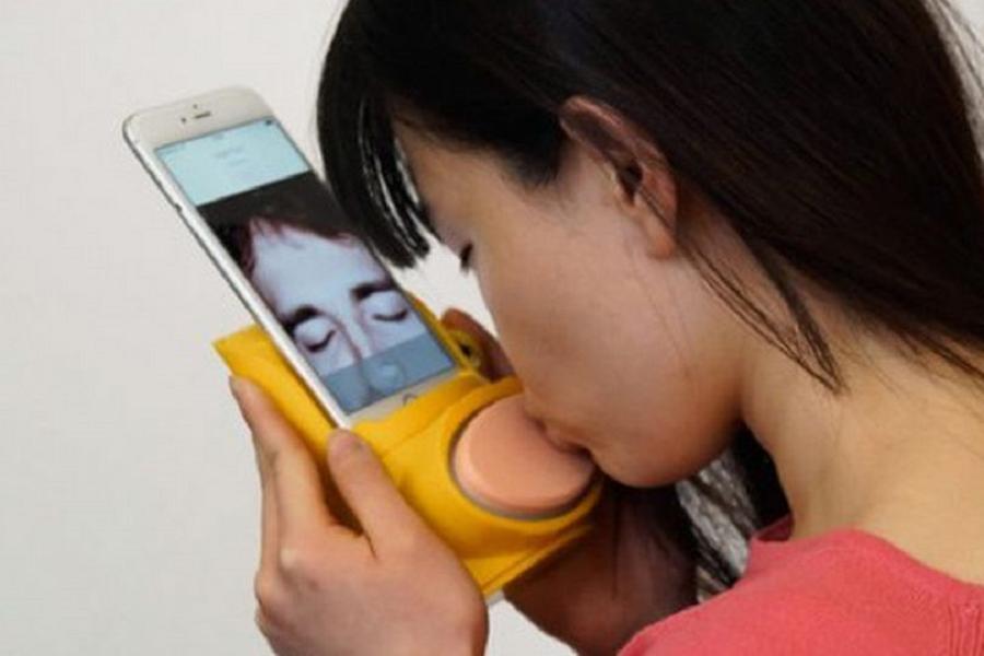 Myfacemood - Il Kissenger permette quasi di limonare