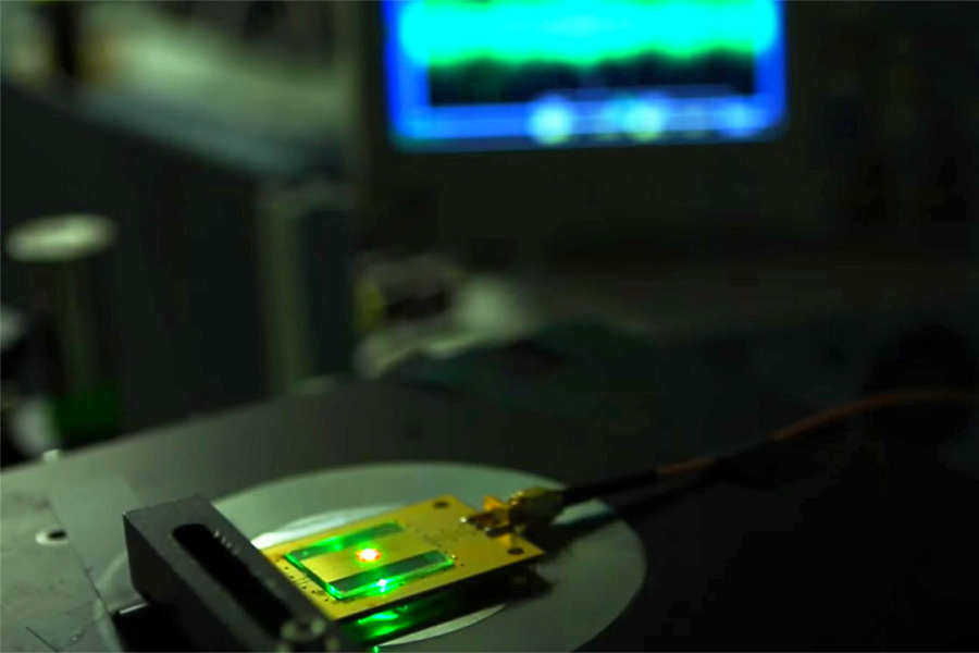 Myfacemood - La radio più piccola mondo funziona con i diamanti