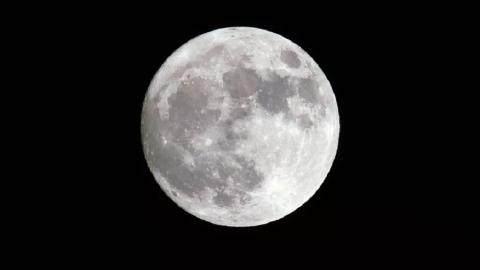 Gli scienziati hanno individuato l'età esatta della Luna!