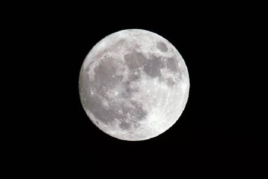 Gli scienziati hanno individuato l'età esatta della Luna