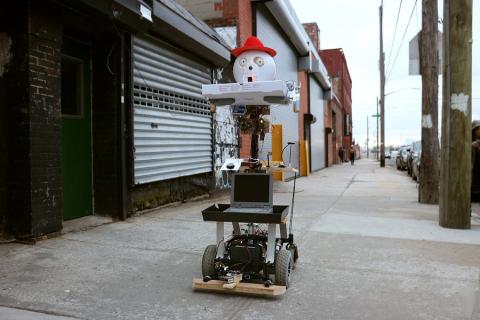 Funnie: il robot che ordina la pizza e la birra!