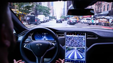 """HW2-era, il Software Tesla per il """"Pilota Automatico"""" si aggiorna!"""
