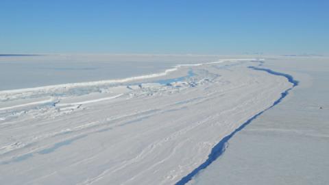 Un enorme iceberg si sta staccando dall'Antartide!