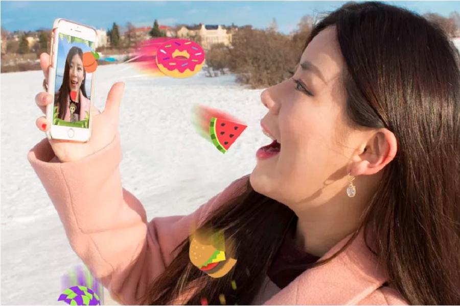 Myfacemood - EatMessage cattura la frutta con la bocca