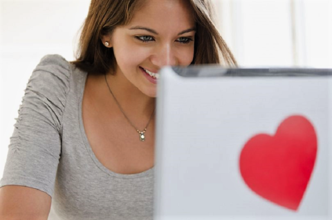 Dating Online: 5 cose da dire nel tuo primo messaggio!