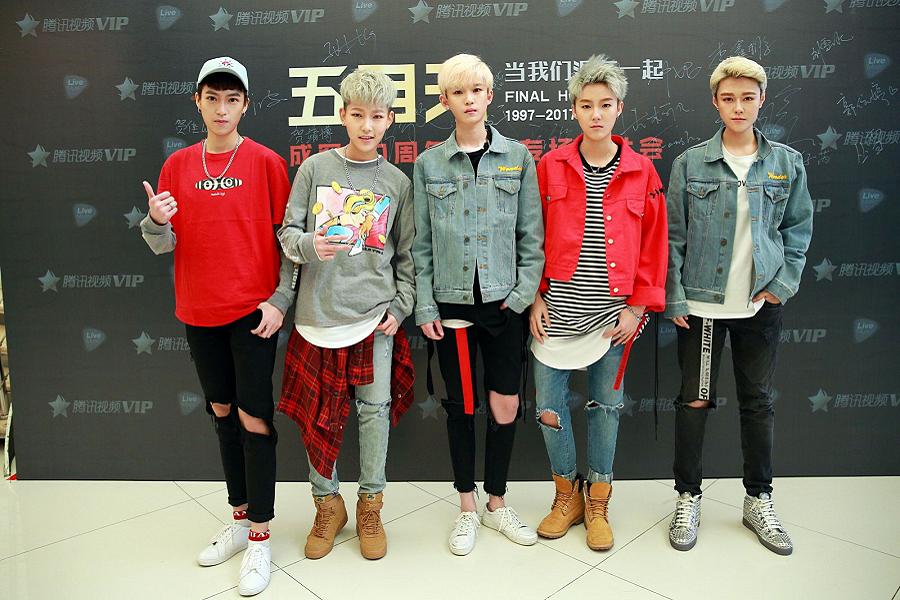 Myfacemood - Acrush è la boyband più calda del momento in Cina, ma in realtà è composta da ragazze androgene!