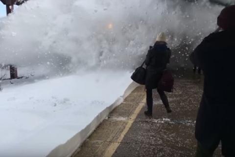 Vi piacerebbe stare davanti ad uno Tsunami di Neve…?