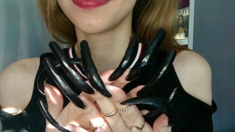 Teenager non si taglia le unghie da tre anni!