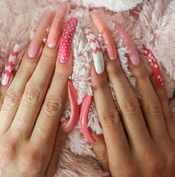 Myfacemood - Simone Taylor impiega 3 ore per curarsi le unghie tutti i giorni!