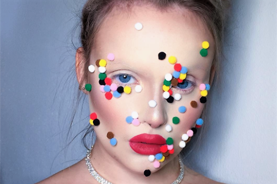 Myfacemood - Pom poms in arrivo! La bizzarra moda del beauty-blogger dilaga in Instagram!