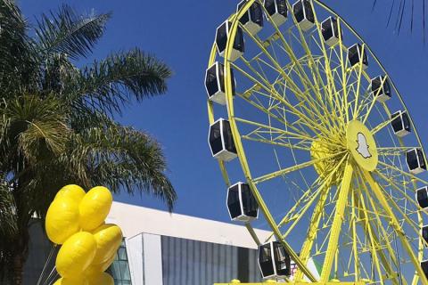 Snapchat ha un nuovo pezzo hardware: una gigante ruota panoramica gialla!