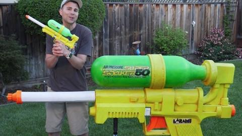 Un ingegnere della NASA costruisce la Pistola ad Acqua più grande al mondo!